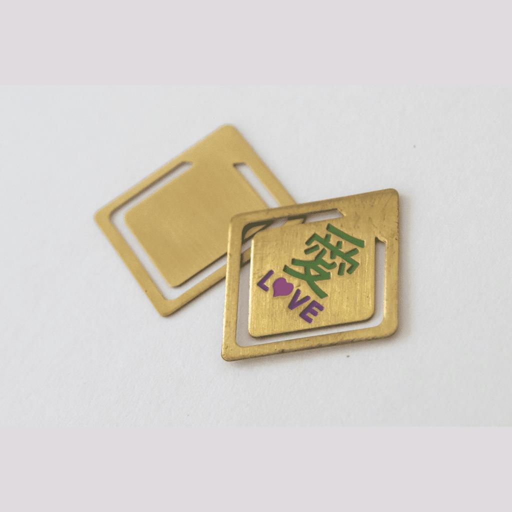 Der Clip eignet sich als Buchzeichen und kann mit Ihrer Werbung bedruckt werden.