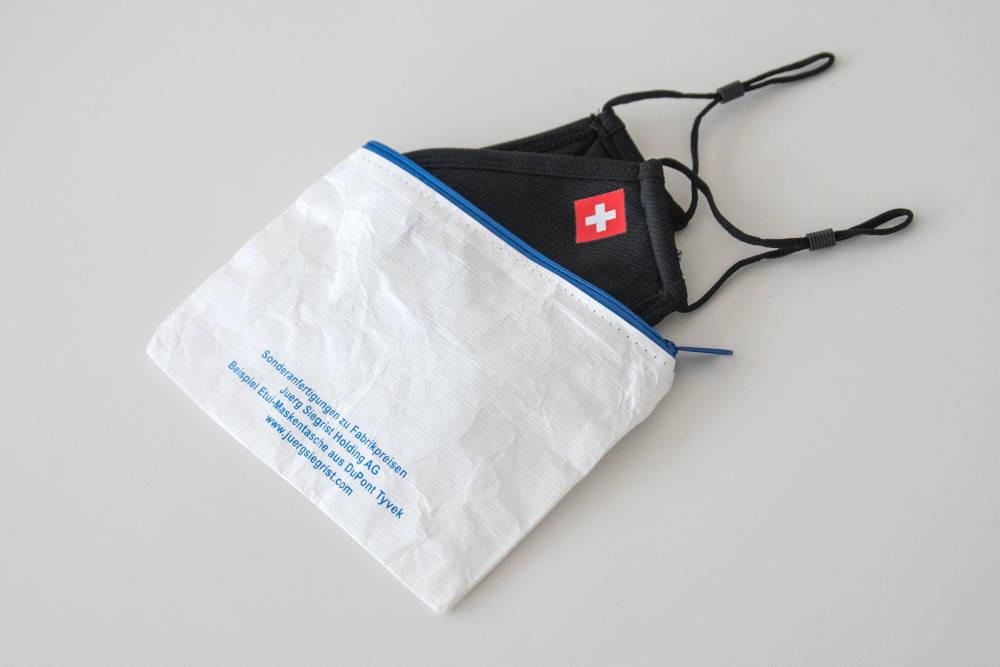 Juerg_Siegrist_Holding_AG_Tyvek_Gewebe_Gesichtsmasken_Etui_Hasli_Brunnen