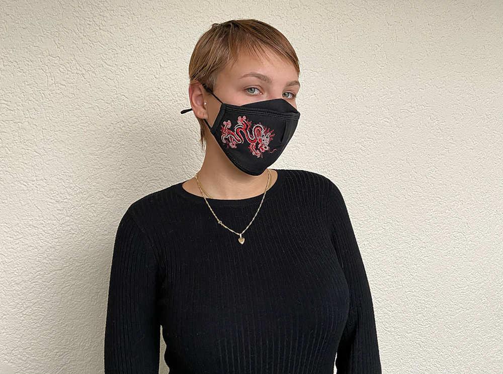 Juerg_Siegrist_Holding_AG_Textile_Komfort_Gesichtsmaske_Mit_Abzeichen