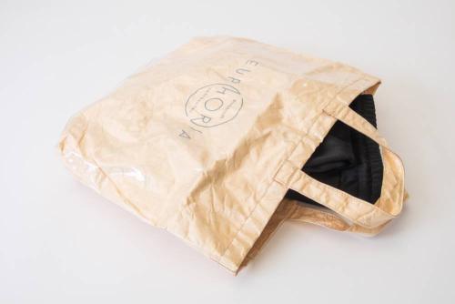 Juerg_Siegrist_Holding_AG_Shopping_Bag_Tyvek_EUPHORIA_mit_Transparentfolien