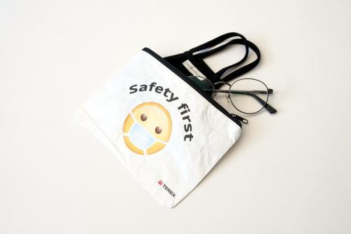 Juerg_Siegrist_Holding_AG_Tyvek_Etui_Safety_first